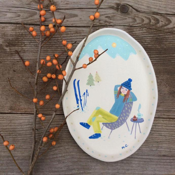 Plat en céramique fabriqué par Atelier Polkadot et dessiné par Mademoiselle Caroline