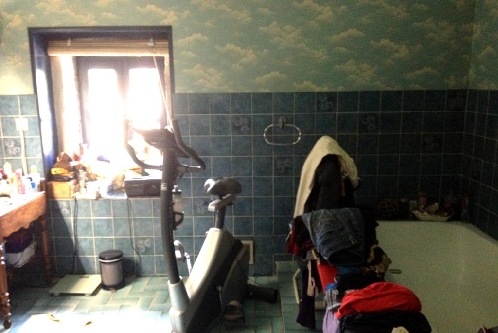 Aménagement existant de la salle de bain printanière