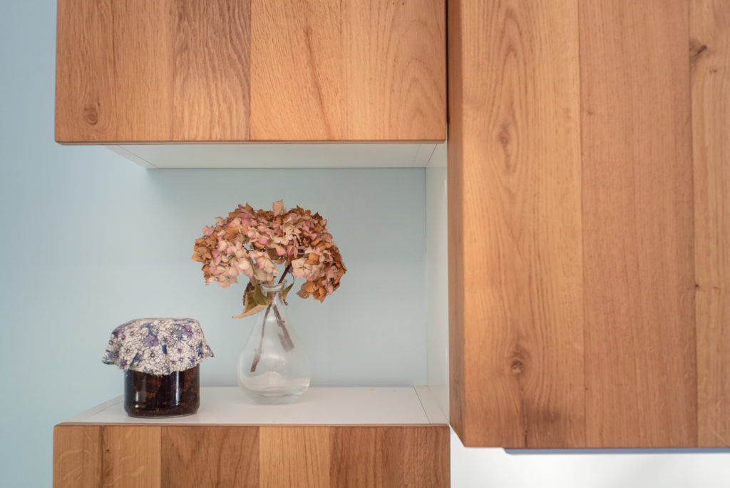 Zoom sur les meubles de la cuisine