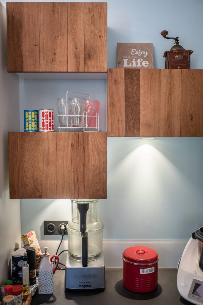 Les espaces vides permettent de mettre un peu de vie et de décoration dans la cuisine