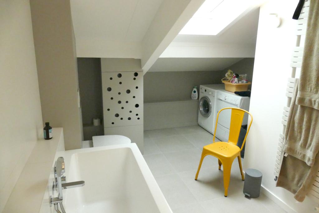 La salle de bain a été réagencée et modernisée