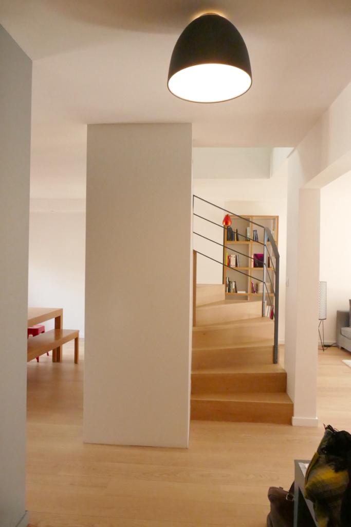 L'escalier qui domine l'appartement